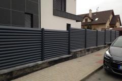 okenicový-plot-ALU-sloupky-kopie